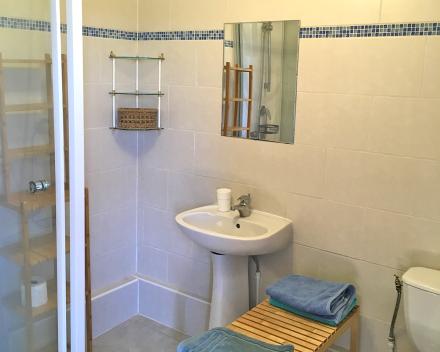 Iedere kamer van de groepsgîte heeft zijn eigen badkamer. Puur comfort en zorgvrij genieten dus!