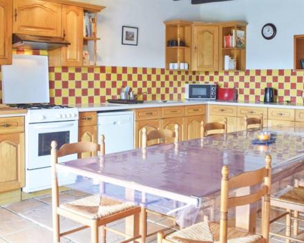 De groepsgîte La Grande Roche is voorzien van een ruime keuken