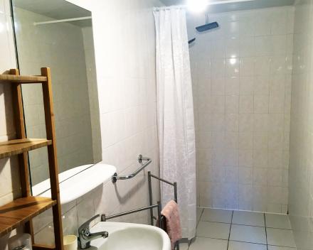 Iedere kamer van de groepsgîte beschikt over een eigen badkamer. Praktisch en zorgvrij!