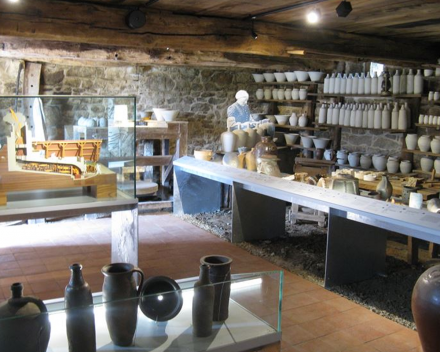 Musée Régional de la poterie, een leuke uitstap met het gezin tijdens je zorgvrije vakantie